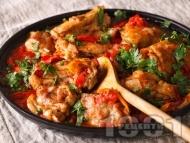 Рецепта Пиле лютика с печени червени чушки и домати на котлон или фурна
